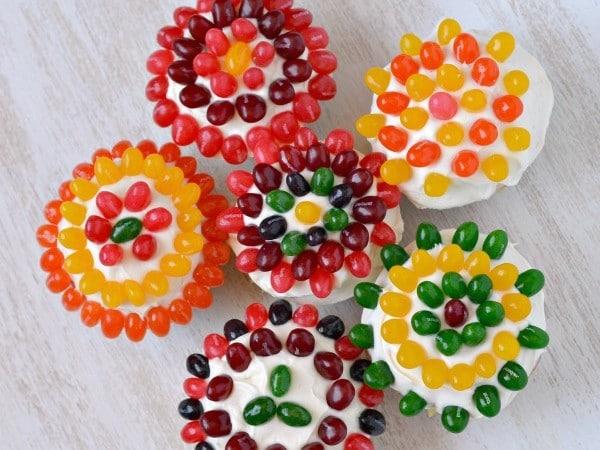 Jellybean Flower Cupcakes tutorial #StarburstJellybeans, #Kroger