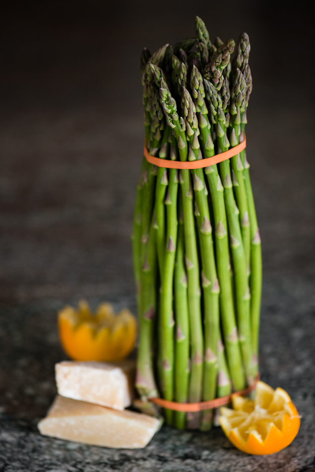 Asparagus spears standing in a bundle.