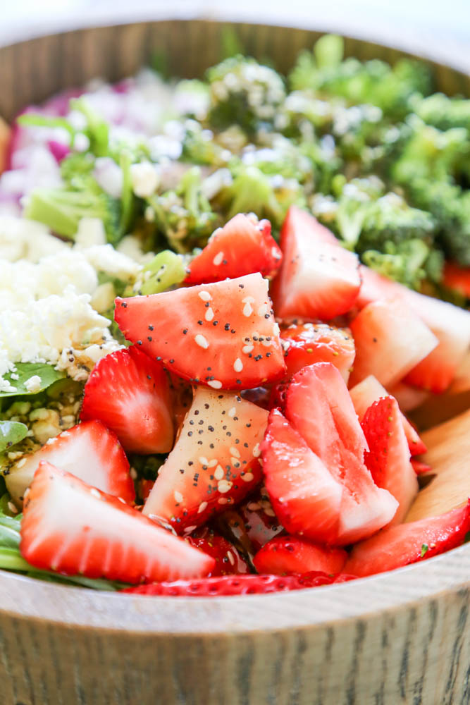 Spinach Strawberry Salad with dressing