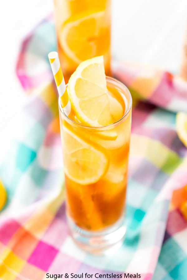 Vodka sweet tea in a glass with lemon and ice