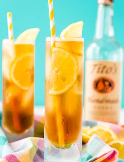 Vodka sweet tea in glasses with lemon slices as garnish
