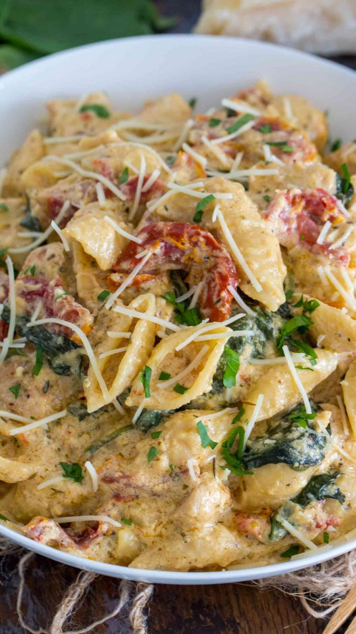 Instant Pot Tuscan Chicken Pasta is very easy to make, creamy and delicious with perfect juicy chicken, sun dried tomatoes and spinach.