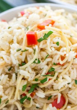 Homemade Rice a Roni is full of flavor, and rich in texture. A mixture of rice and spaghetti makes it taste so delicious! #centslessmeals #ricearoni #sidedish #easyrecipe #ricerecipe #kidfriendly #budgetfriendly #withpasta #riceandspaghetti